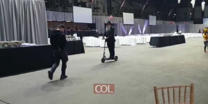 ר' מענדל קוטלרסקי מהמרכז לענייני חינוך מצא דרך מקורית להתנייד ברחבי אולם הבאנקעט הענק של כינוס השליחות. צפו