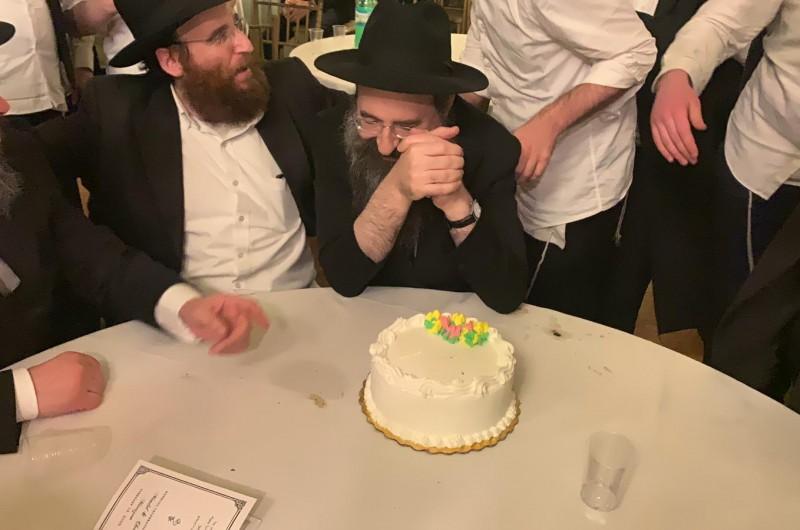 בסוף חתונת מרוזוב-גולדשמיד: עוגת יום הולדת לדוד החתן