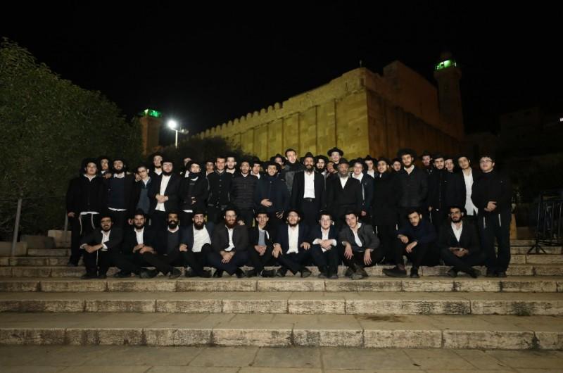 תלמידי הישיבה הגדולה מאור יהודה ביום סיור בעיר האבות