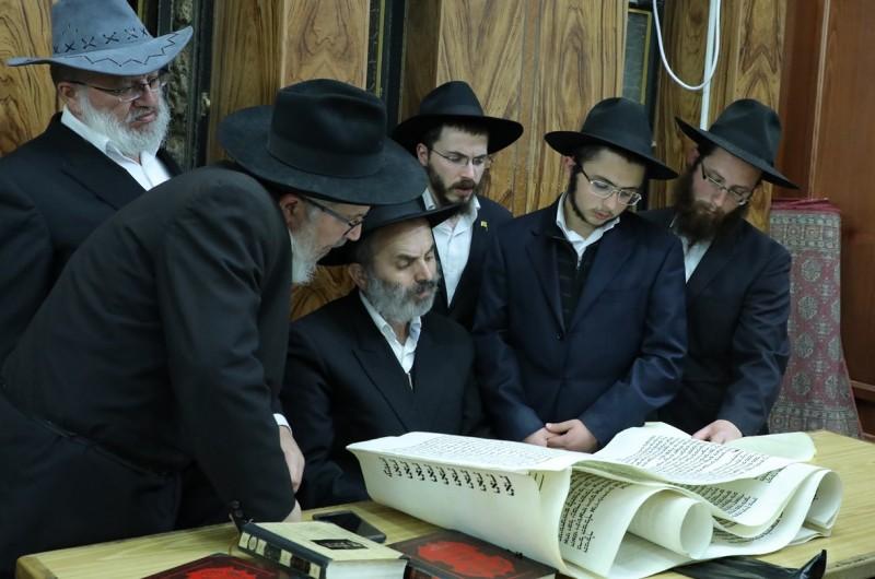 קריאת המגילה בבתי-הכנסת בכפר-חב