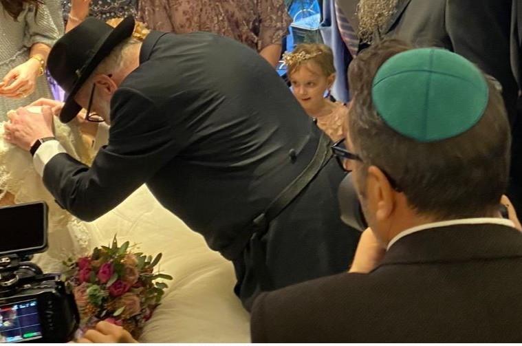 מה לחש האבא לבתו רגע לפני החופה בחתונה המצומצמת?