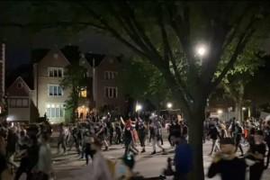 הפגנת שחורים בחזית השכונה החב