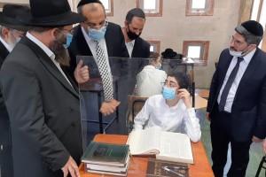 יעקב אביטן, השר לשירותי דת, ביקר היום לראשונה בכפר חב