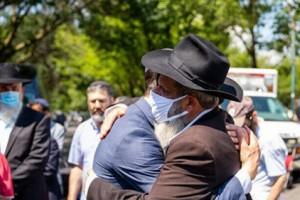 בדרך לישראל: הלווייתו של הרב מרדכי ענתי ז