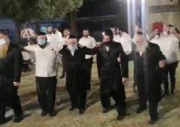 בחצר אולם האירועים ב'בית רבקה': חתונת מנחם הורביץ מלוד עב