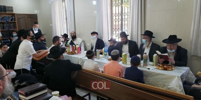תחילת הנחת תפילין ואמירת מאמר בבית הכנסת חב
