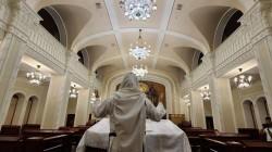החזן ר׳ יהודה מנדלסון שי׳ בהכנות אחרונות לתפילת יום הכיפורים בבית הכנסת המרכזי ׳ברודצקי׳ קייב אוקראינה.