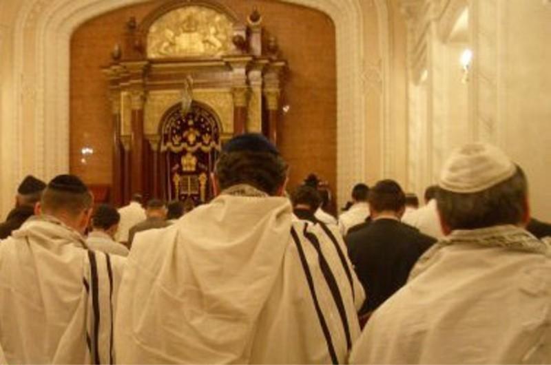 זוג ישראלים טעה ביממה והגיע לפני צאת הצום. מה עשה השליח