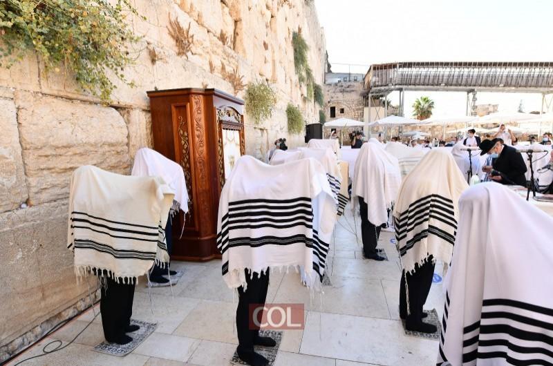 4 מיליון צפו בתפילות וברכת הכוהנים המסורתית בכותל המערבי