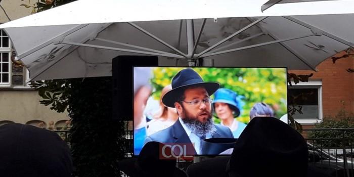 הוּא יְבָרֵךְ: קטע וידאו מרגש הוקרן בחופה המרגשת בהנובר. אב הכלה, השליח הנערץ הרב בני וולף ז