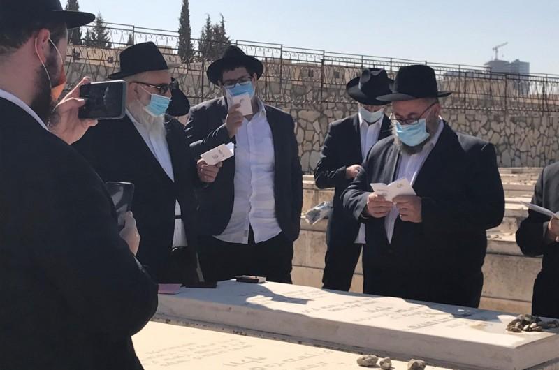 הר המנוחות: בני משפחה ומכרים עלו לקברו ר' ברקה וולף ז