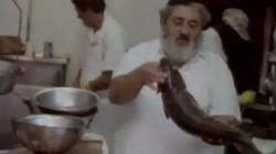 חנות הדגים של רסקין קראון הייטס בכותרות, לאחר שריפה שפרצה שם שלשום. סרטון מארכיון שמואל בן-צבי, בו נראה ר' בערל רסקין ז