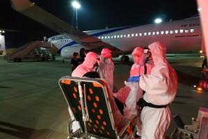 מטוס נוסעים הוזנק לקייב: פינה שליחה שנדבקה קשות בקורונה