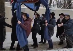 'ותנו כבוד לתורה': הכנסת ספר תורה לבית חב