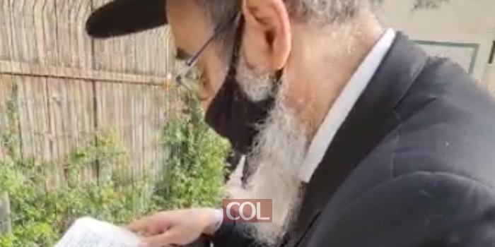 הרב מנחם מענדל גלוכובסקי מוביל עצרת תפילה וירטואלית לרפואתו של האברך ר' חיים דקל הלוי שנדבק בקורונה ומצבו קריטי