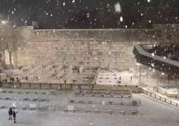 המצלמות תיעדו: כך נראה הכותל המערבי בעת סופת השלגים אמש בירושלים הבירה • צפו (צילום: הקרן למורשת הכותל)