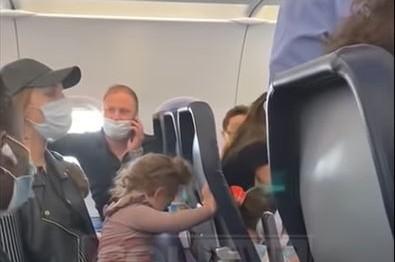 שוב זה קורה: פעוטה חרדית לא עטתה מסכה; הטיסה עוכבה