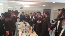 צפו: שלוחי הרבי בעיר הבירה ירושלים בריקוד חסידי בהתוועדות שנערכה לרגל כ