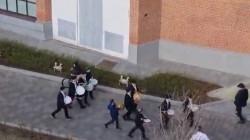 בתופים ומחולות: תלמידי 'חדר מנחם' במוסקבה מתכוננים לקראת תהלוכת ל