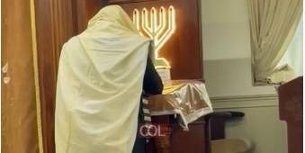 מַשְׁמִיעֵי תְפִלָּה הַשְׁמִיעוּ תְפִלָּתֵנוּ לִפְנֵי שׁוֹמֵעַ תְּפִלָּה: החזן הרב דב קעניג באמירת הסליחות בבית הכנסת 'זיילר שול' בנחלת הר חב