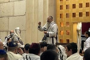 שירת מארש אדירה שחתמה את יום כיפור עם הרב לאזאר • צפו