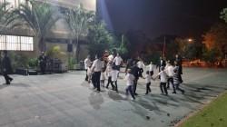 ליל הושענא רבה. שמחה וריקודים ברחבת תלמוד תורה בכפר חב