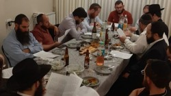 כוחה של התוועדות חסידית: בבית הכנסת 'אוהב ישראל' בביתר הוחלט ב'שבת בראשית' לחדש שיעור חסידות בבתי אנ